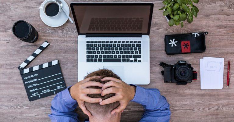 dipendente-stressato-dimissioni